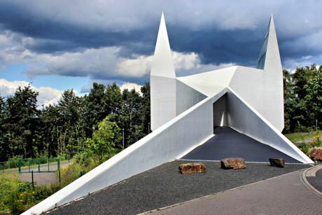 Die Autobahnkirche Siegerland, direkt an der A45, am Autohof Wilnsdorf gelegen. (Archivbild: Kay-Helge Hercher)
