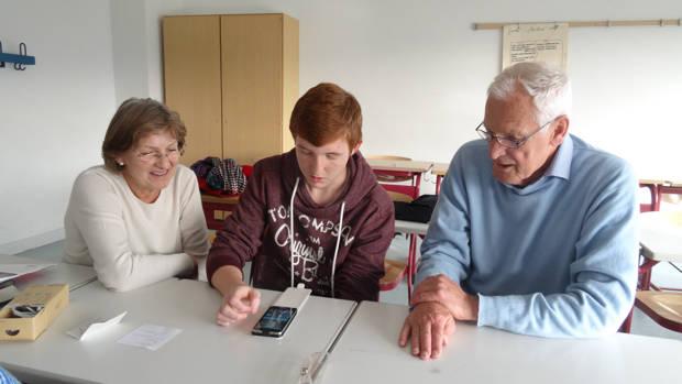 """""""Senioren drücken die Schulbank"""" (Foto: Stadt Netphen)"""