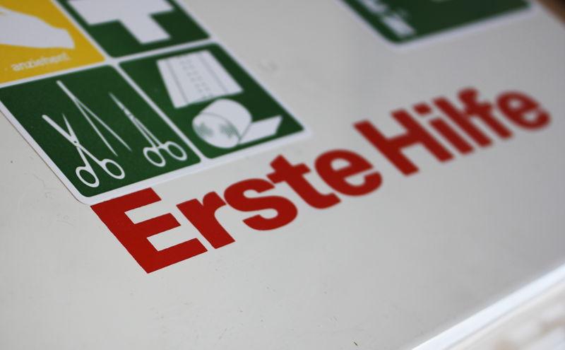 """""""Erste Hilfe am Kleinkind"""" in Wittgenstein (Symbolfoto: Harald Reiss / pixelio.de)"""